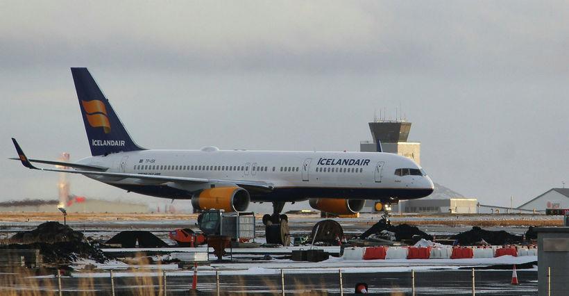 Icelandair ætlar ekki að flýta brottförum vegna veðursins í fyrramálið, ...