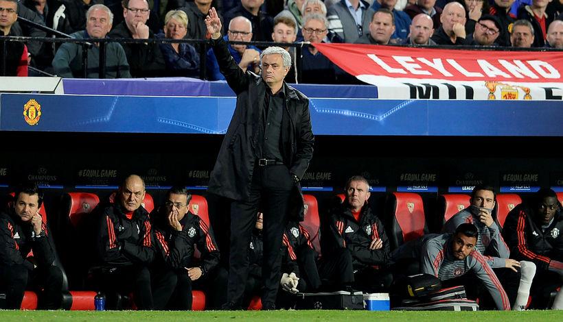Jose Mourinho fylgist með sínum mönnum í kvöld.