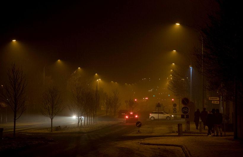 Flugeldasprengingar orsökuðu mengun í Reykjavík á gamlárskvöld. Heilbrigðisnefnd vill takmarka ...