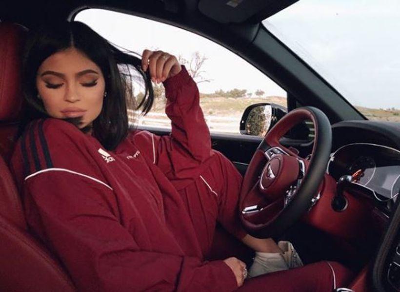 Kylie Jenner á bílnum.