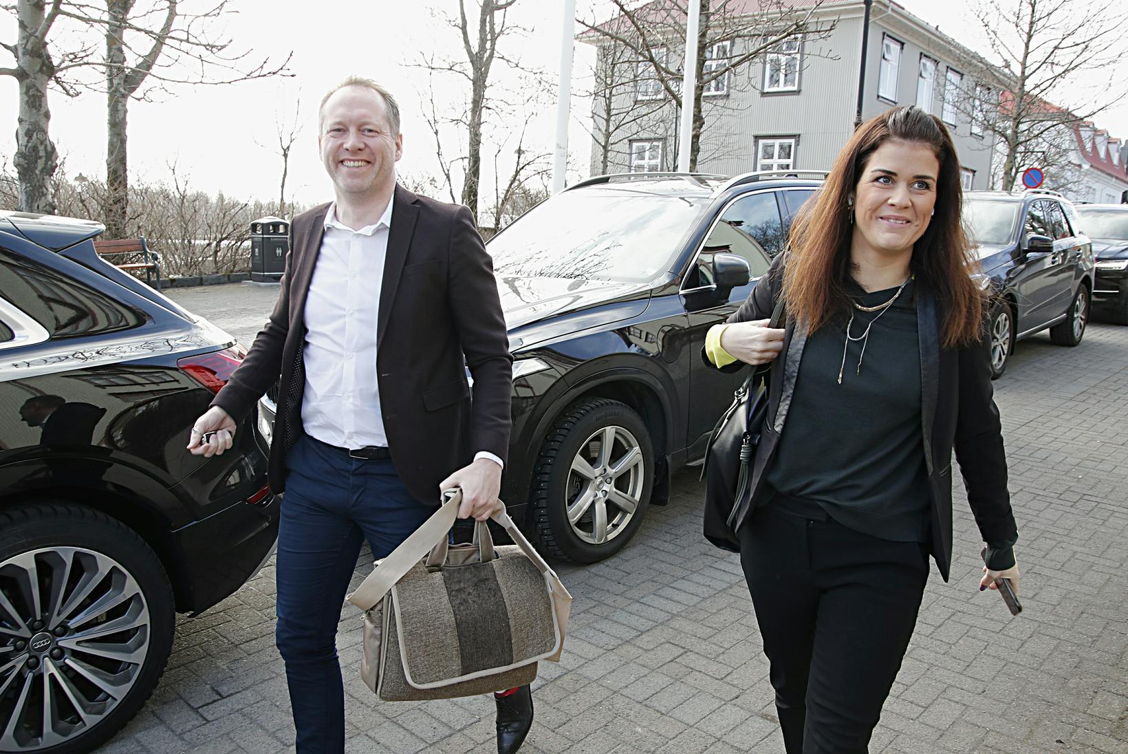 Guðmundur Ingi Guðbrandsson umhverfisráðherra og Þórdís Kolbrún Reykfjörð Gylfadóttir, ferðamála-, …
