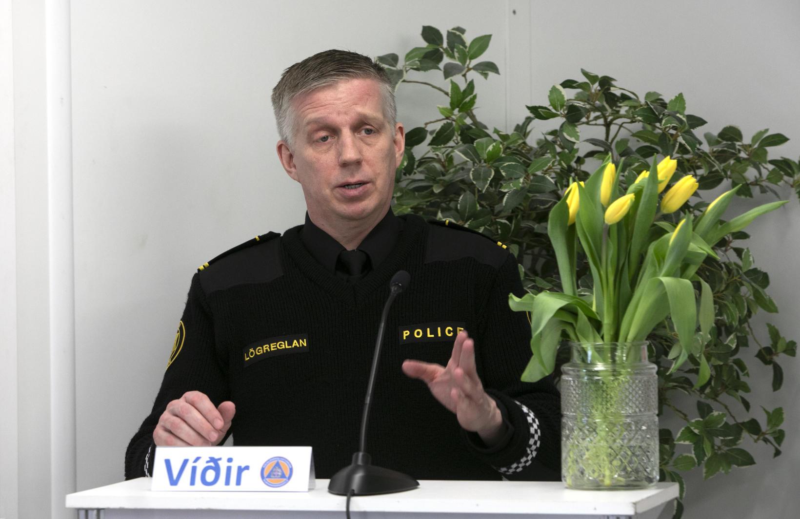 Víðir Reynisson yfirlögregluþjónn á blaðamannafundi.