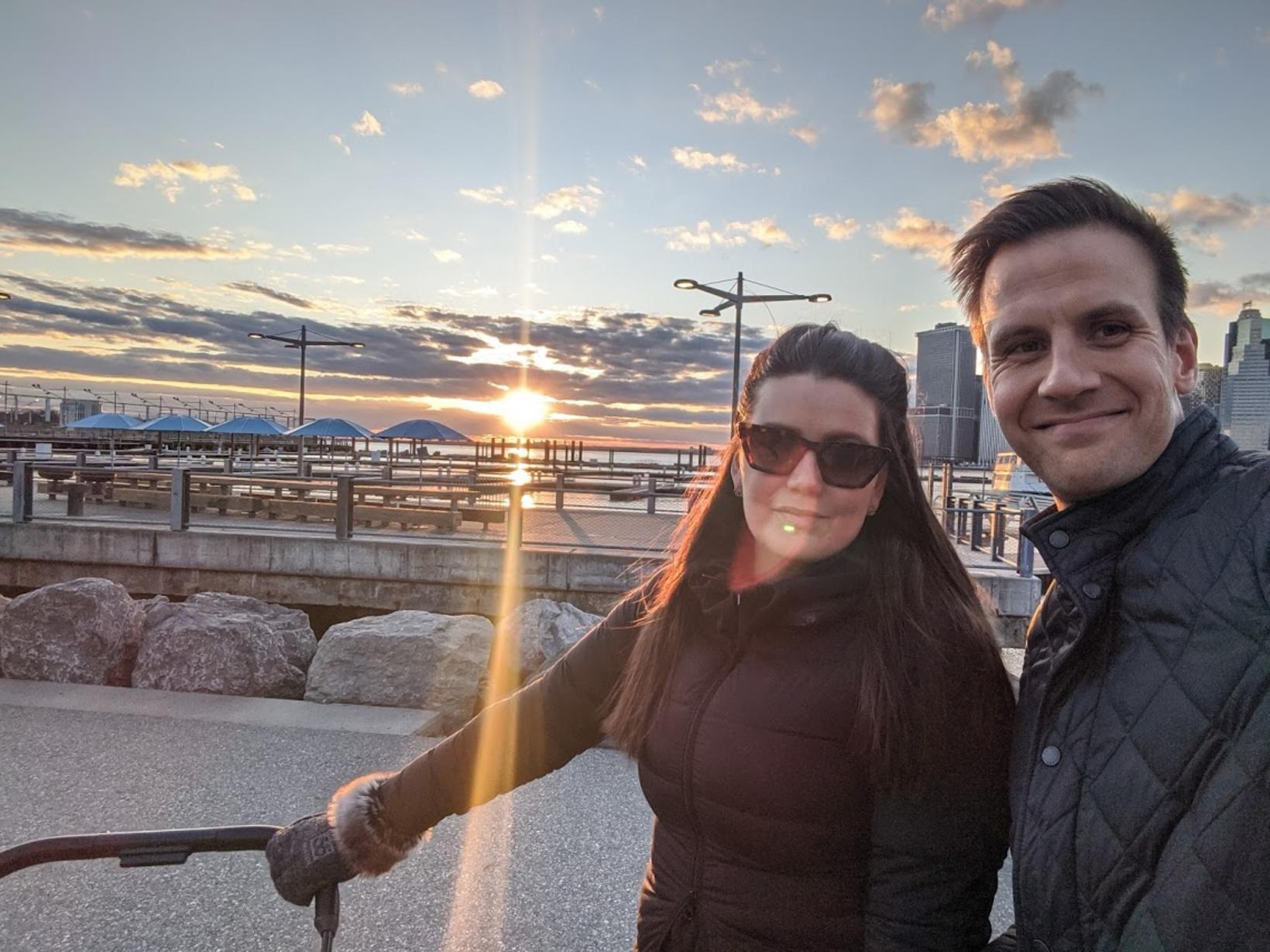Mardís og Viðar á mannlausu Brooklyn Pier í síðustu viku,