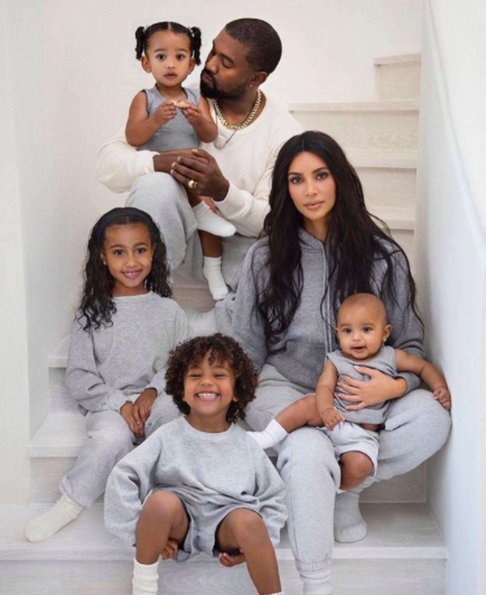 Kanye West, Kim Kardshian og börnin þeirra fjögur.