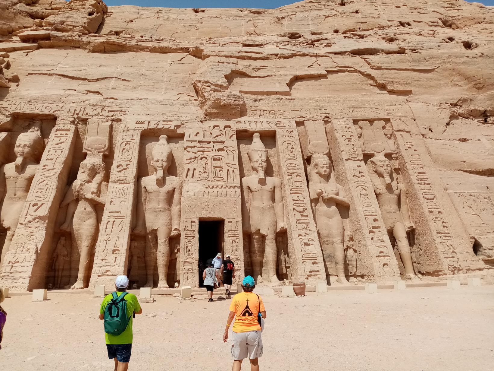 Hof Nefertari við Abu Simbel í Egyptalandi.