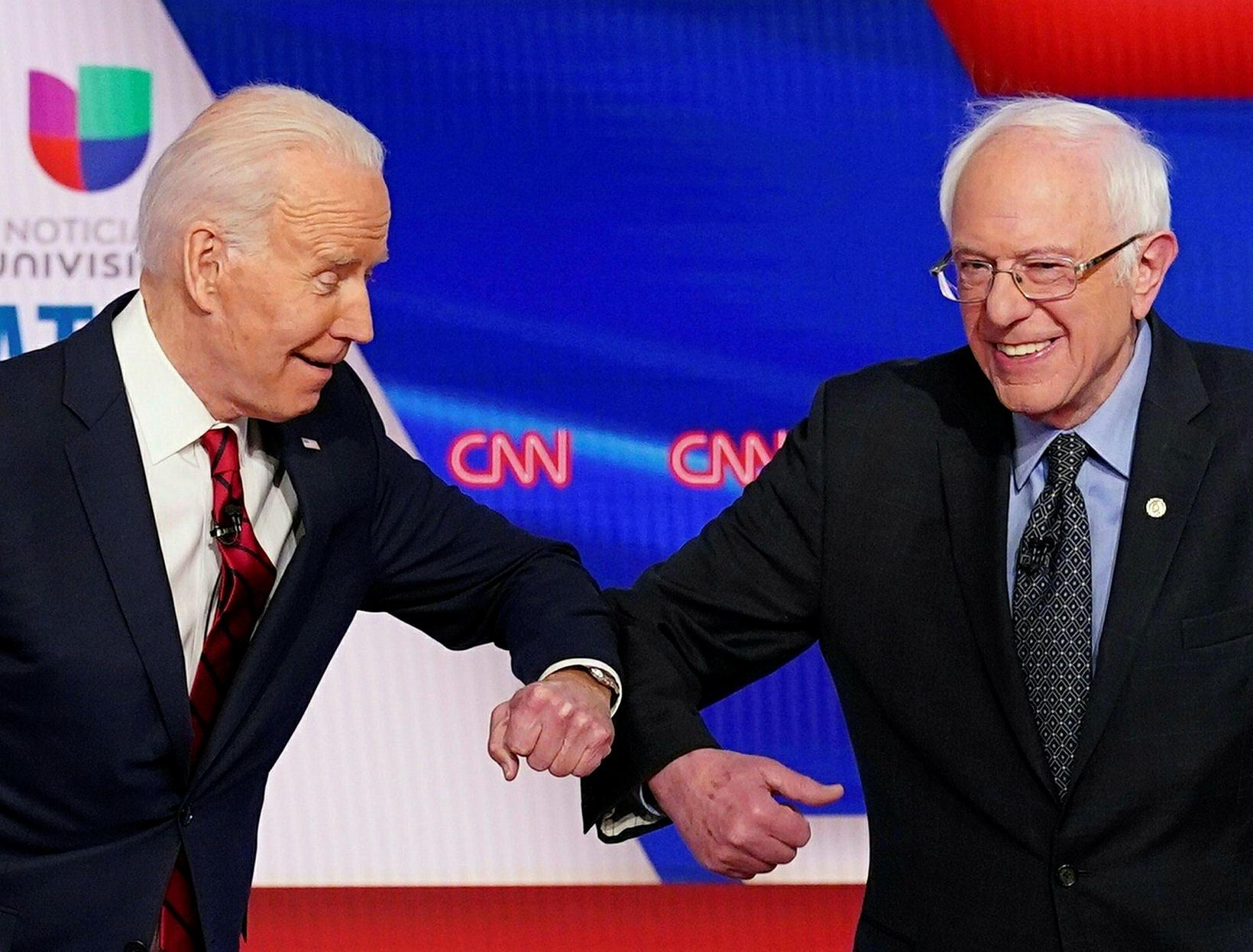 Joe Biden og Bernie Sanders bregða á leik 15. mars …