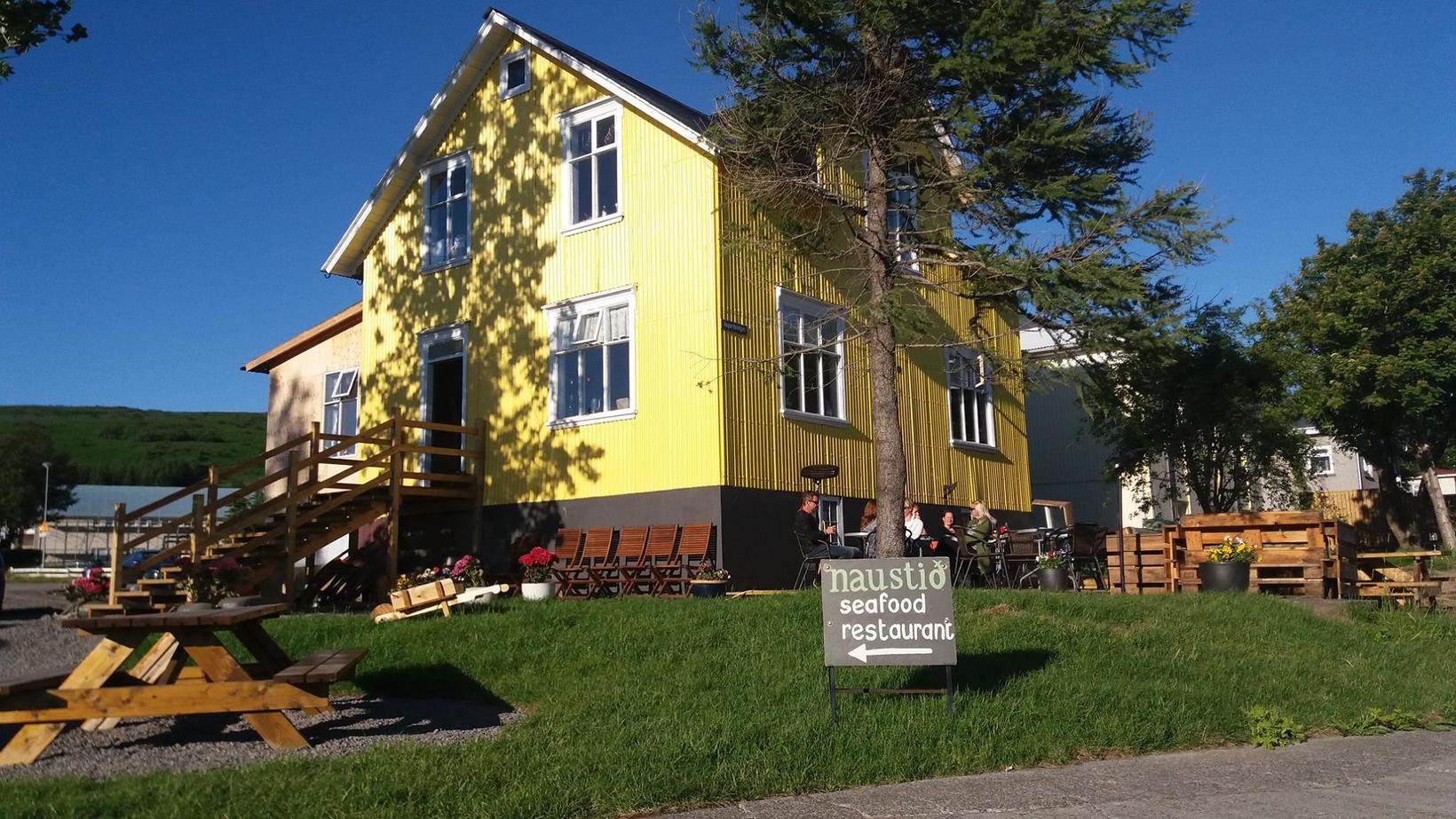 Naustið er einstaklega skemmtilegur veitingastaður í hjarta bæjarins.