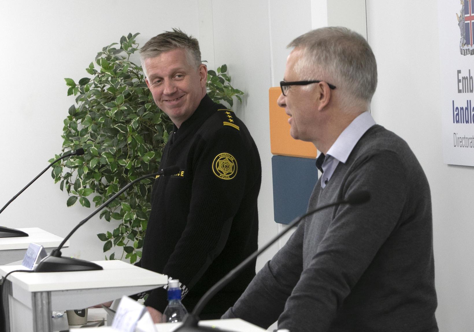 Víðir Reynisson yfirlögregluþjónn og Þórólfur sóttvarnalæknir slá á létta strengi …