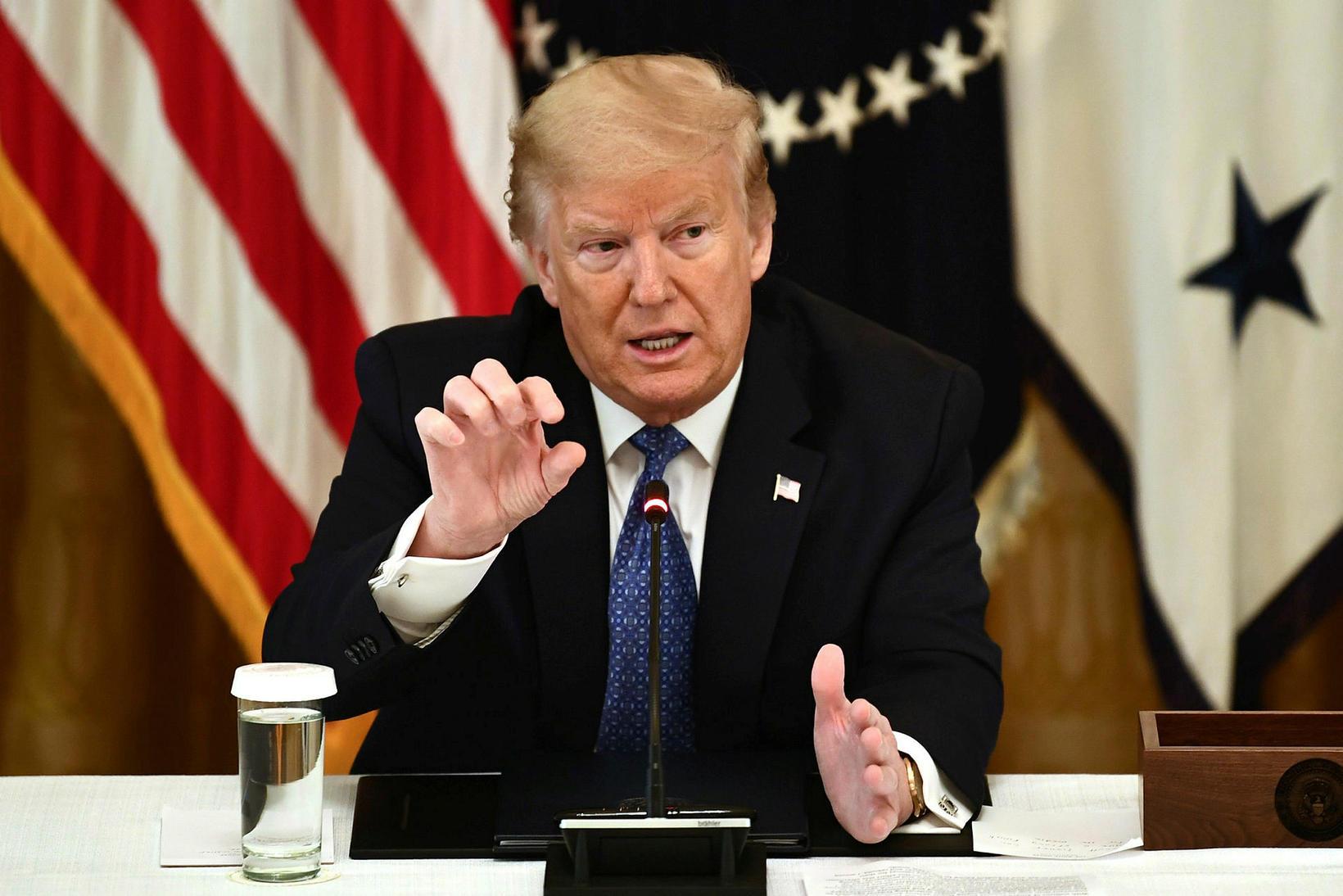 Donald Trump Bandaríkjaforseti segist vera að taka malaríulyfið hydroxychloroquine í …