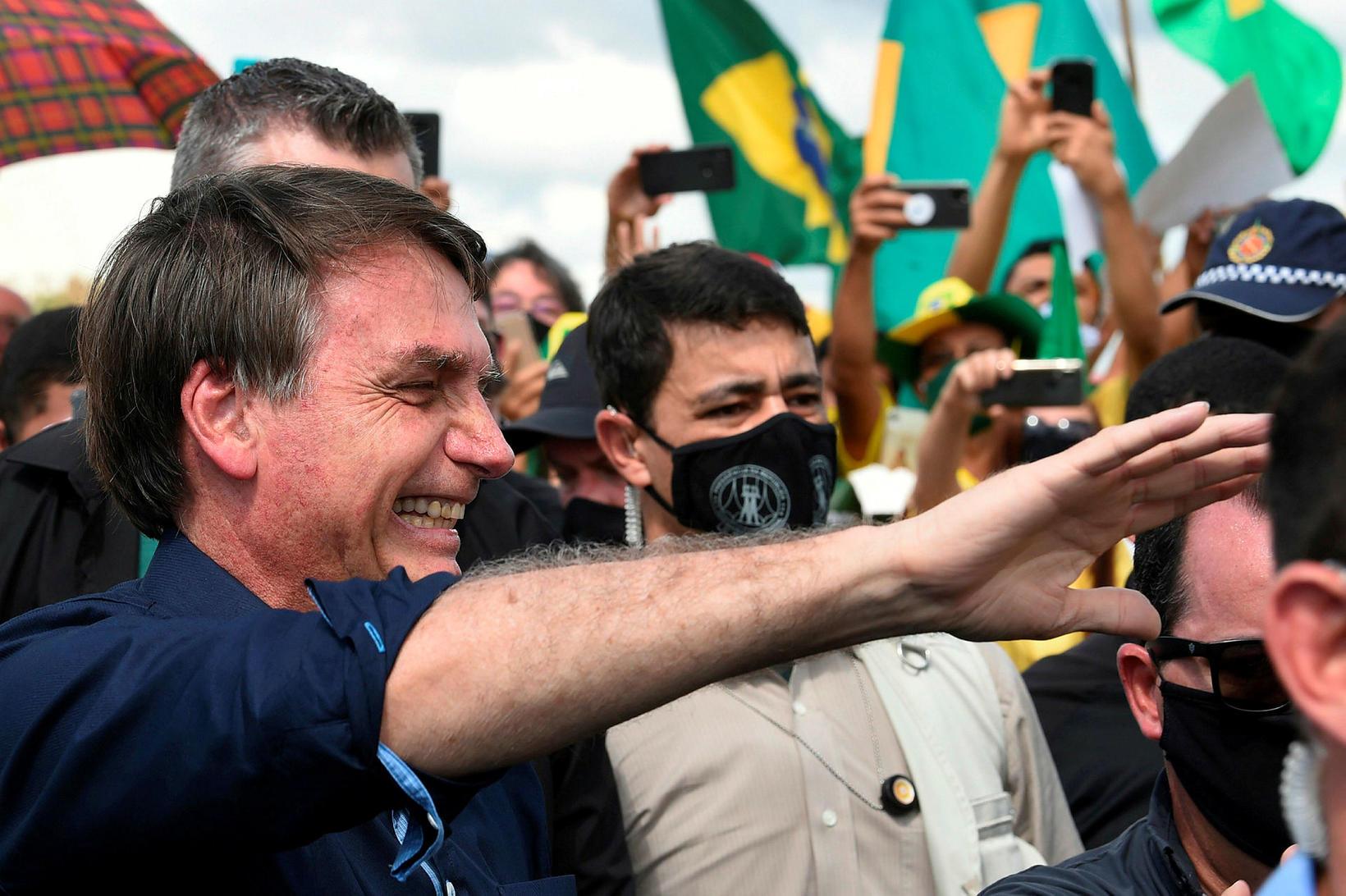 Forseti Brasilíu, Jair Bolsonaro, tók vel á móti stuðningsmönnum sínum …