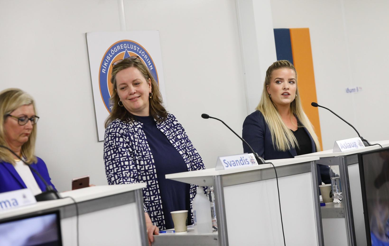 Alma Möller landlæknir, Svandís Svavarsdóttir heilbrigðisráðherra og Áslaug Arna Sigurbjörnsdóttir …