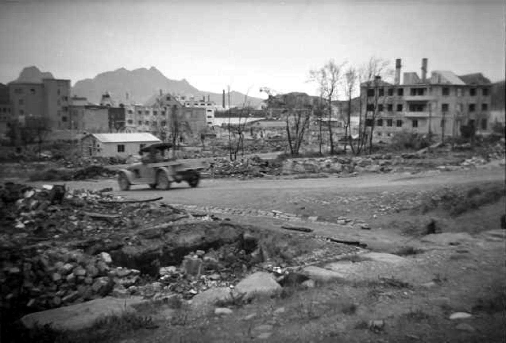 Bodø tveimur árum eftir loftárásina, árið 1942. Sænski Rauði krossinn …