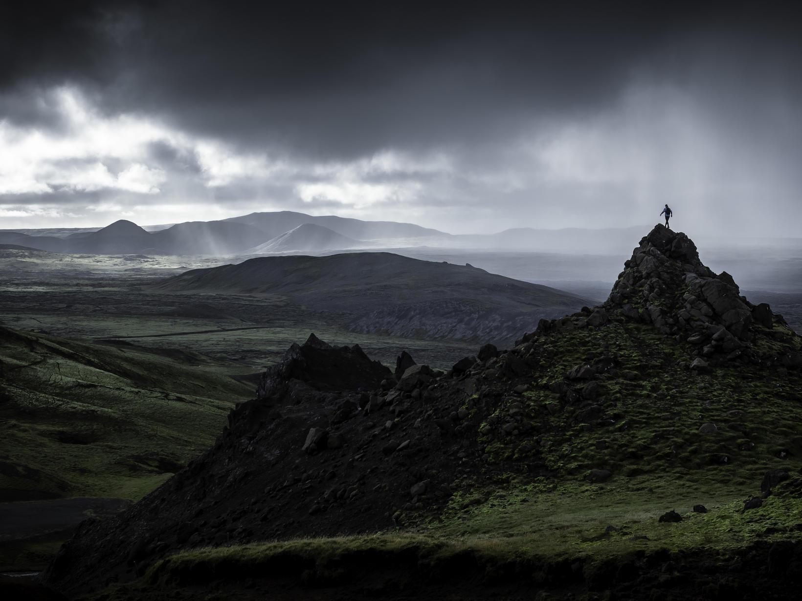 Mikilfenglegt er að heimsækja Lat við Suðurstrandarveg fyrir utan Grindavík.