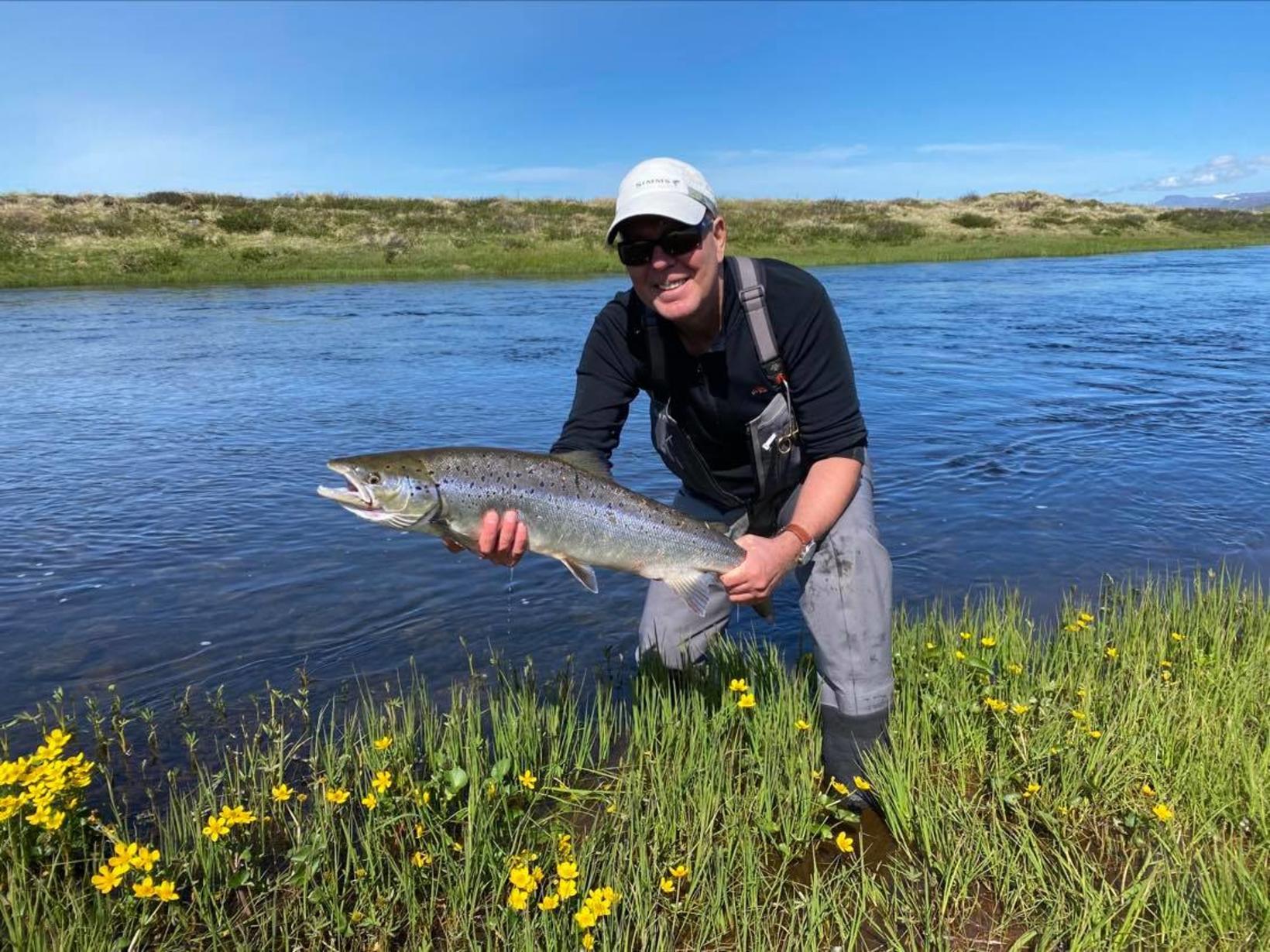 Sigurður Sigurðsson, eða Siggi raflax með fisk sem hann veiddi …