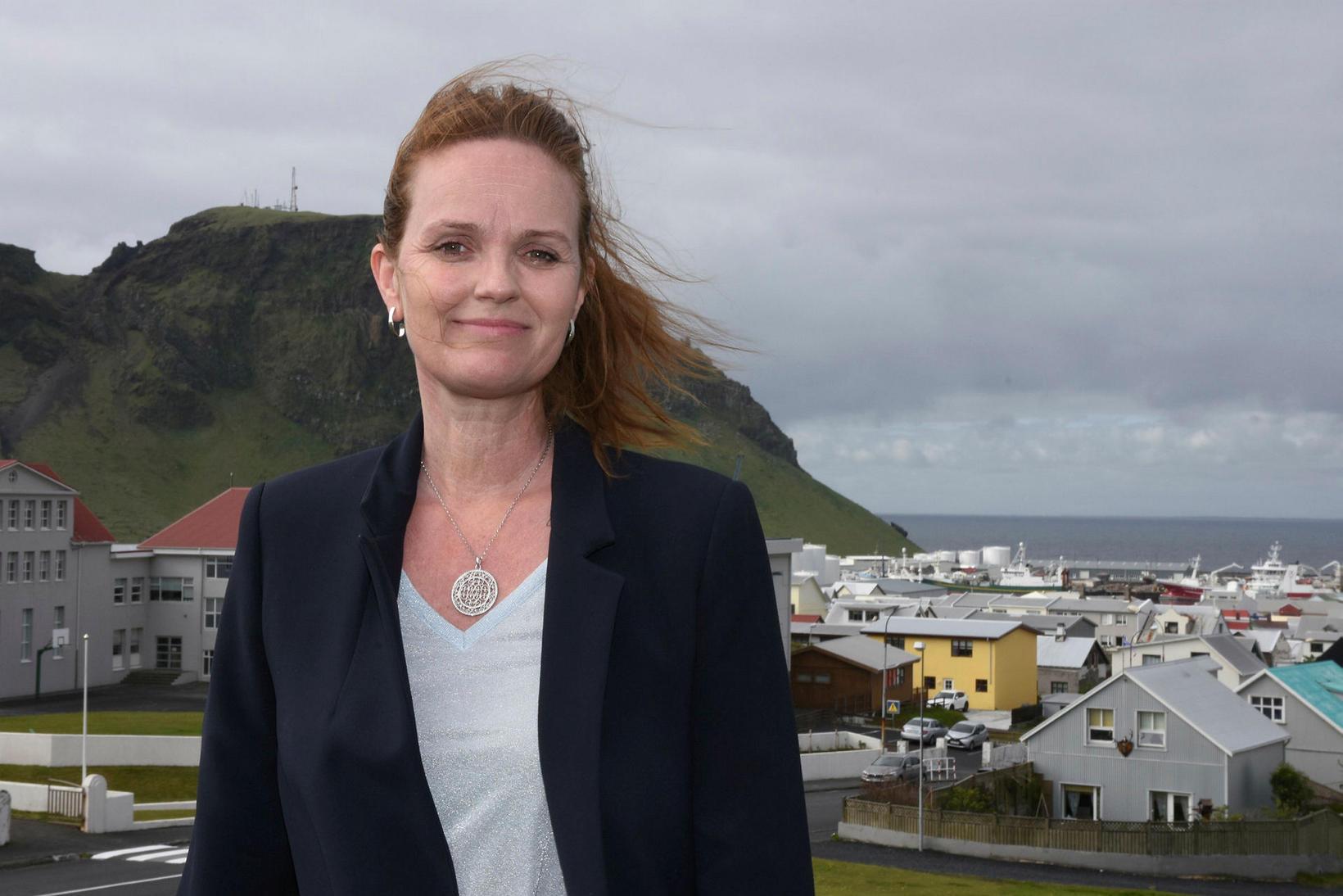 Íris Róbertsdóttir, bæjarstjóri í Vestmannaeyjum, segir Eyjamenn ætla halda í …