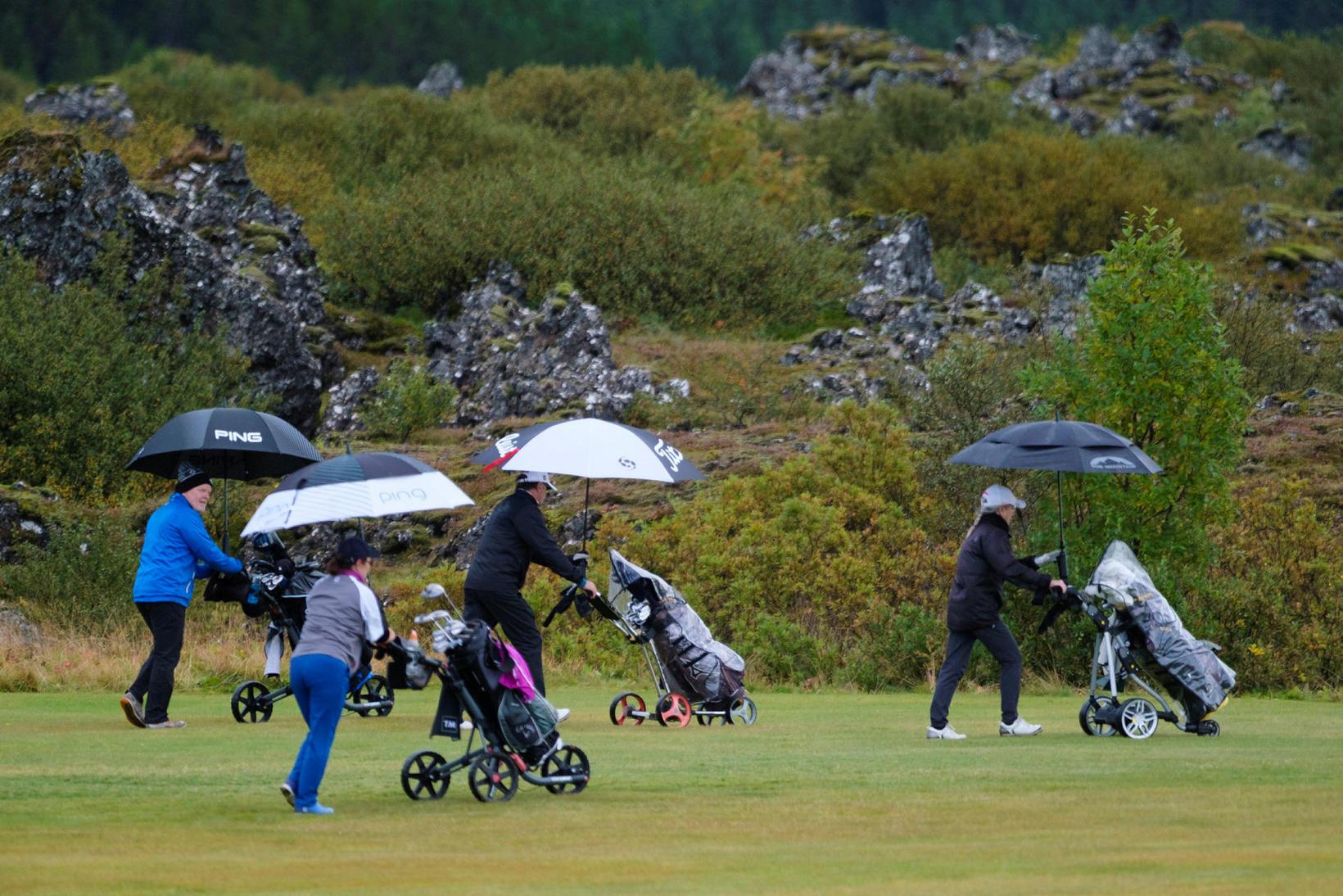 Kylfingar á golfvelli Keilis í Hafnarfirði.