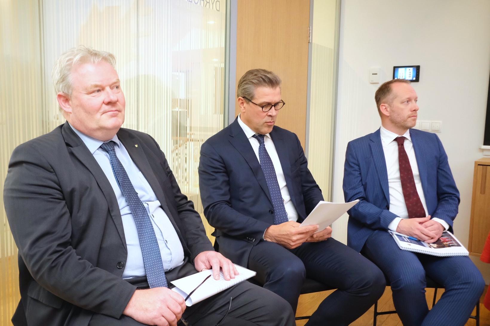 Sigurður Ingi Jóhannsson, Bjarni Benediktsson og Guðmundur Ingi Guðbrandsson á …