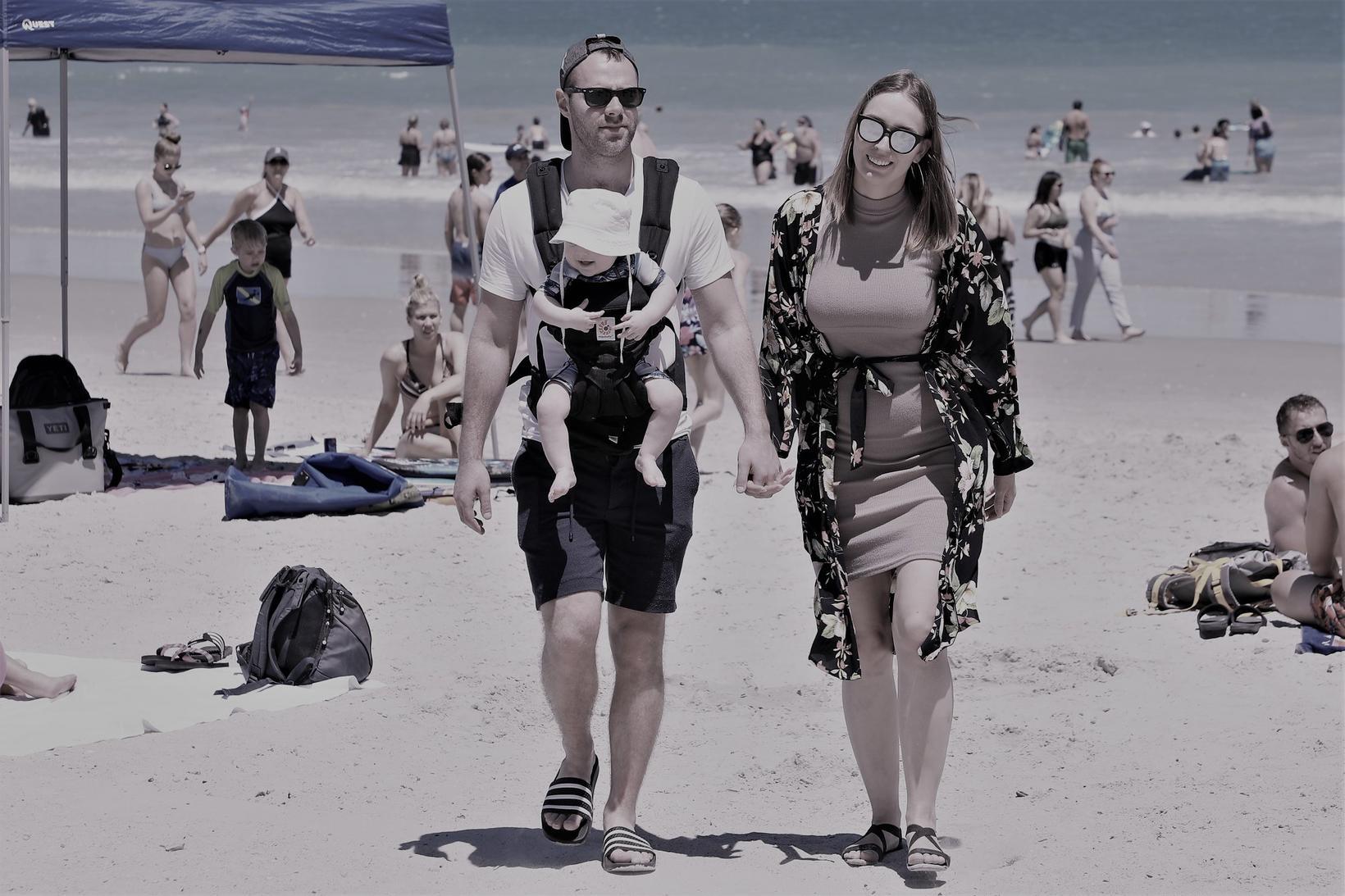 María og Ellert ásamt frumburðinum á Cocoa Beach í Flórida …