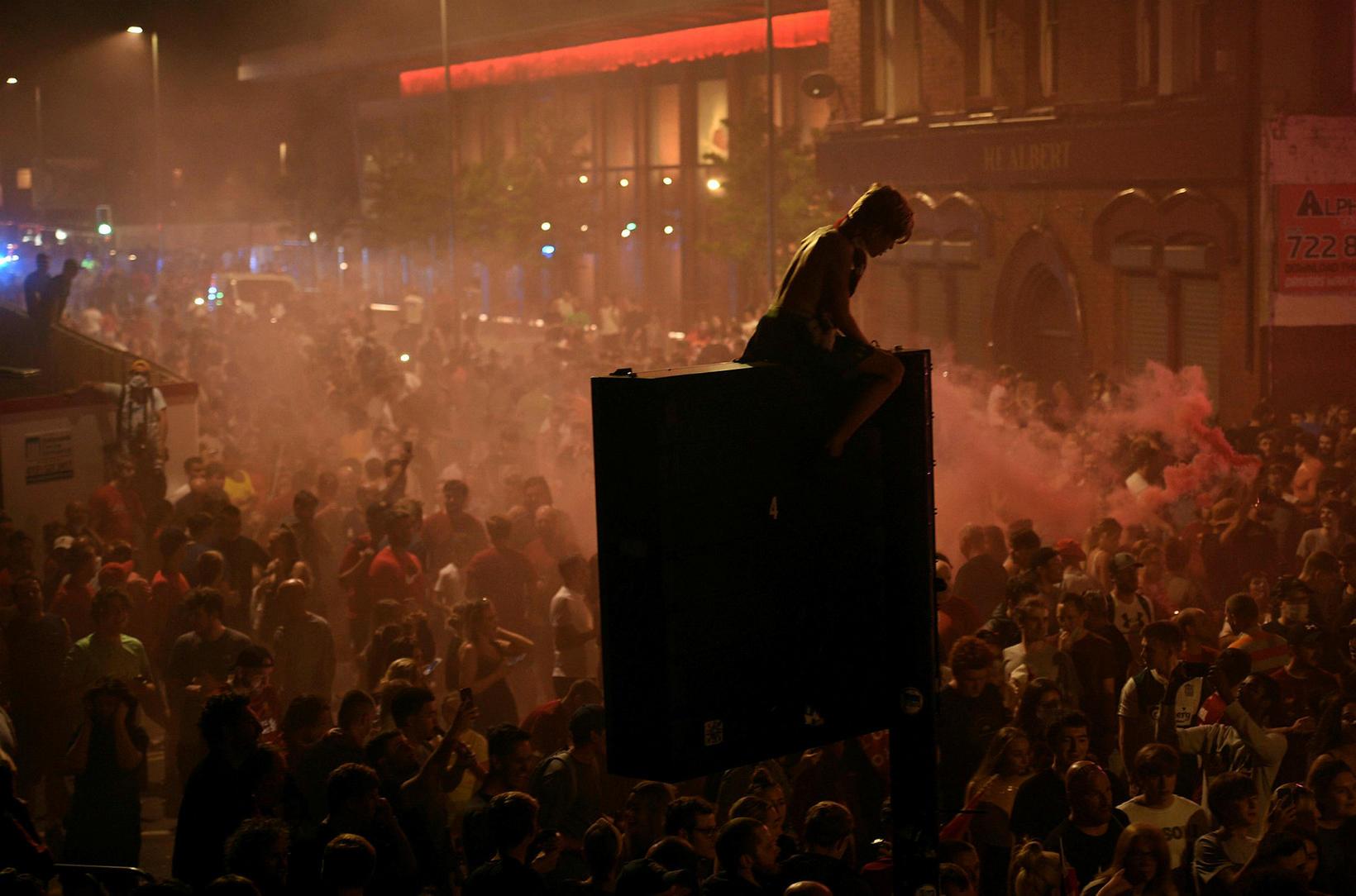 Stuðningsmenn Liverpool fagna.