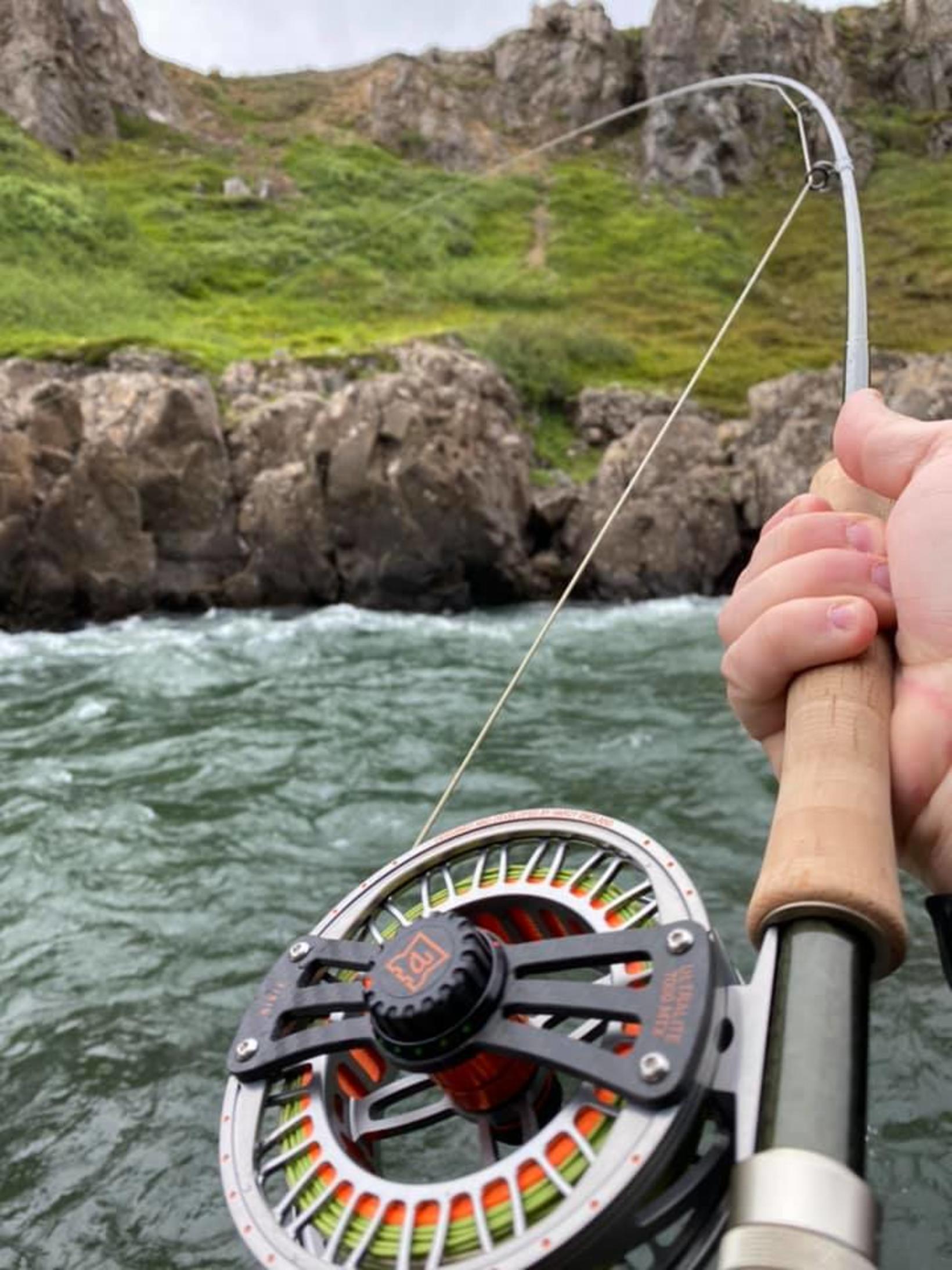 Hafralónsá var vatnsmikil og þegar fer saman kröftugur fiskur og …