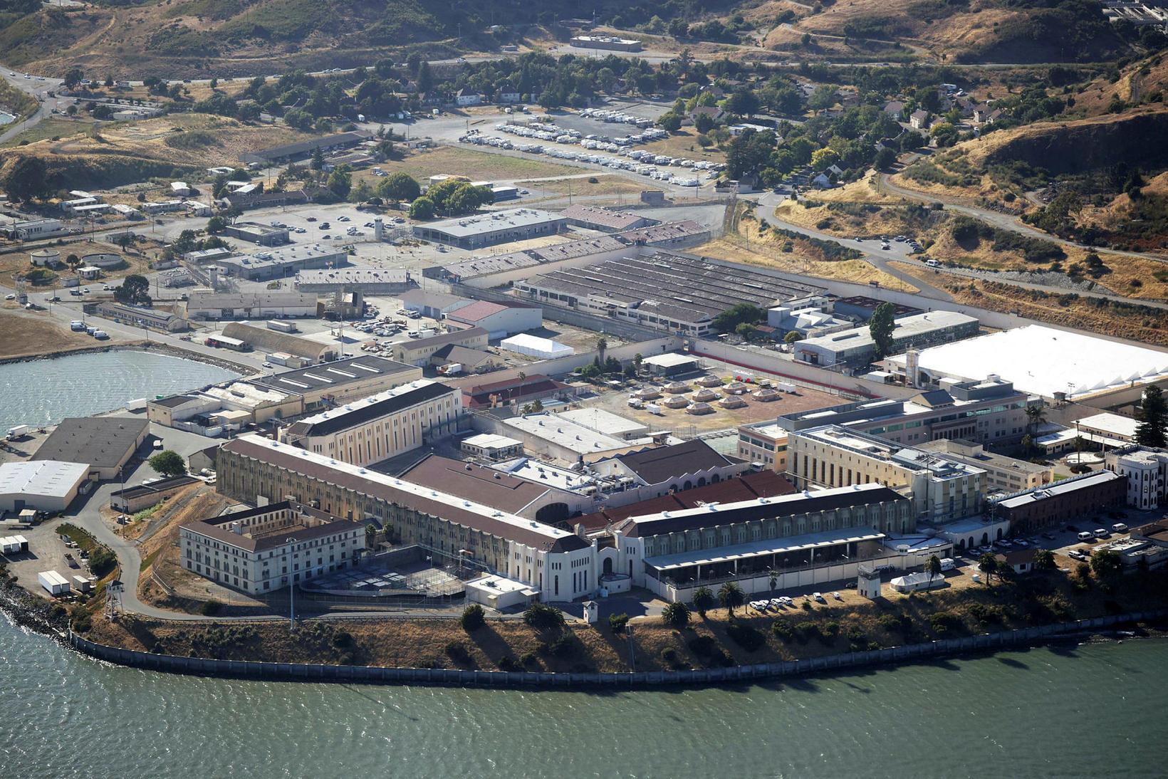 San Quentin fangelsið en yfir 1.400 fangar og starfsmenn hafa …