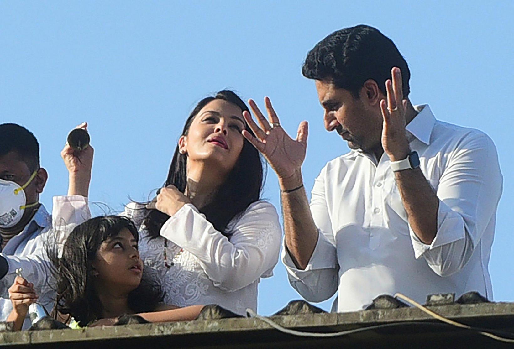 Aishwarya Rai Bachchan og Abhishek Bachchan ásamt dóttur sinni, Aaradhya.