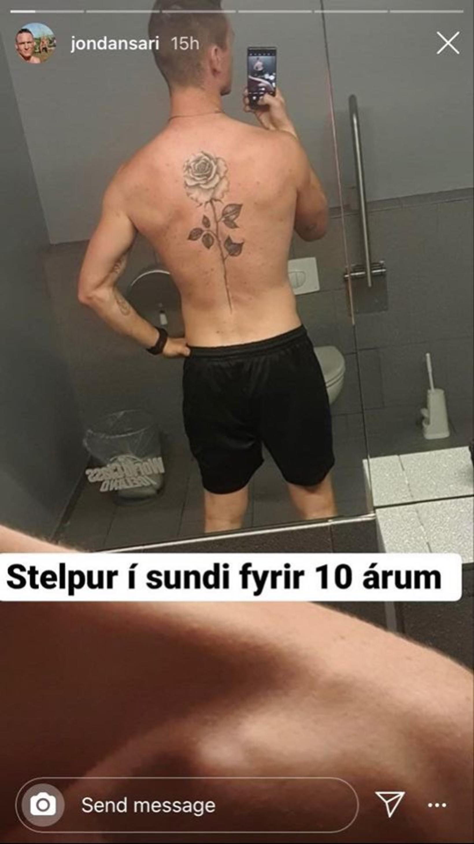 Stelpur í sundi fyrir tíu árum að mati Jóns.