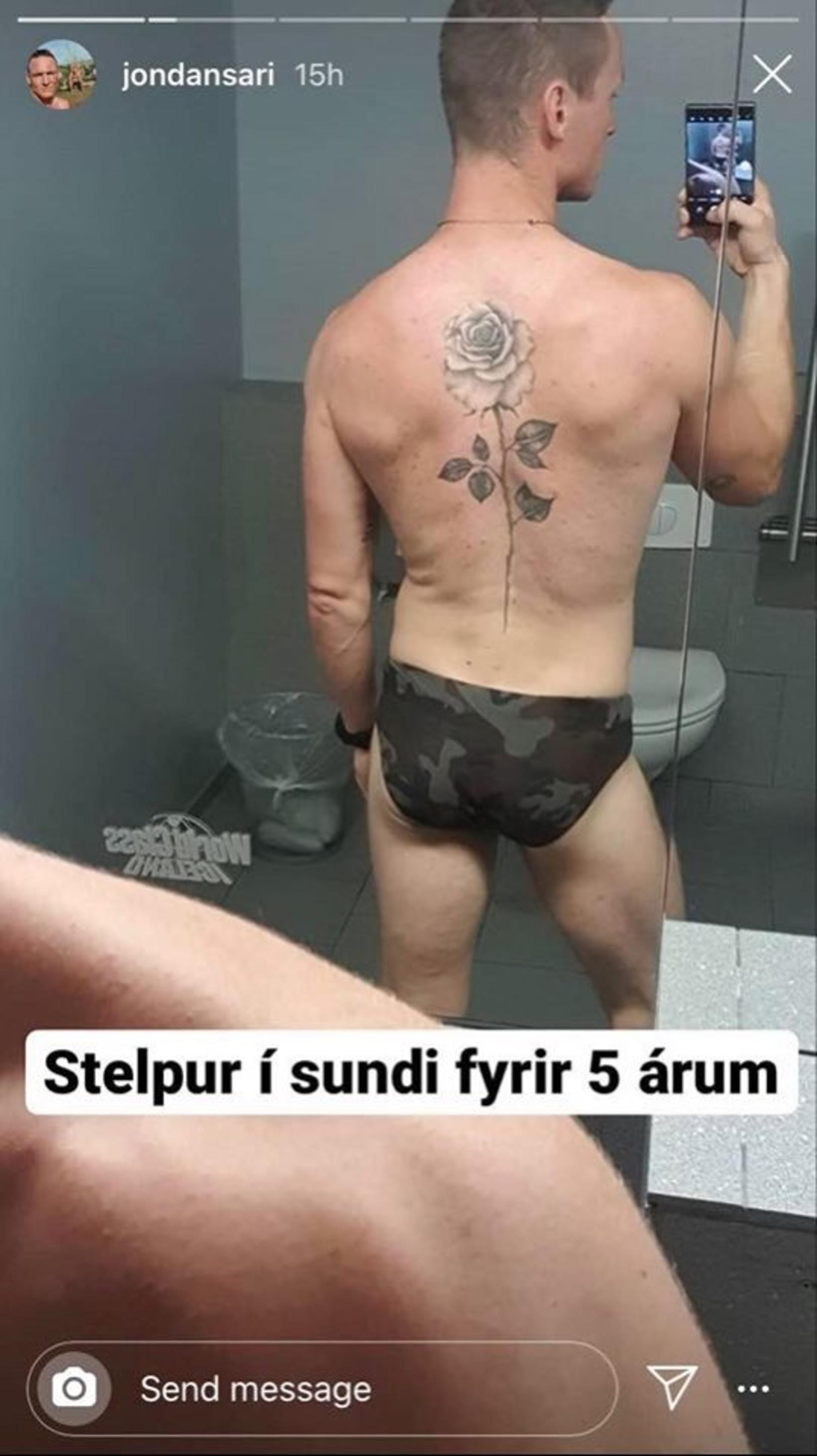 Stelpur í sundi fyrir fimm árum samkvæmt Jóni.