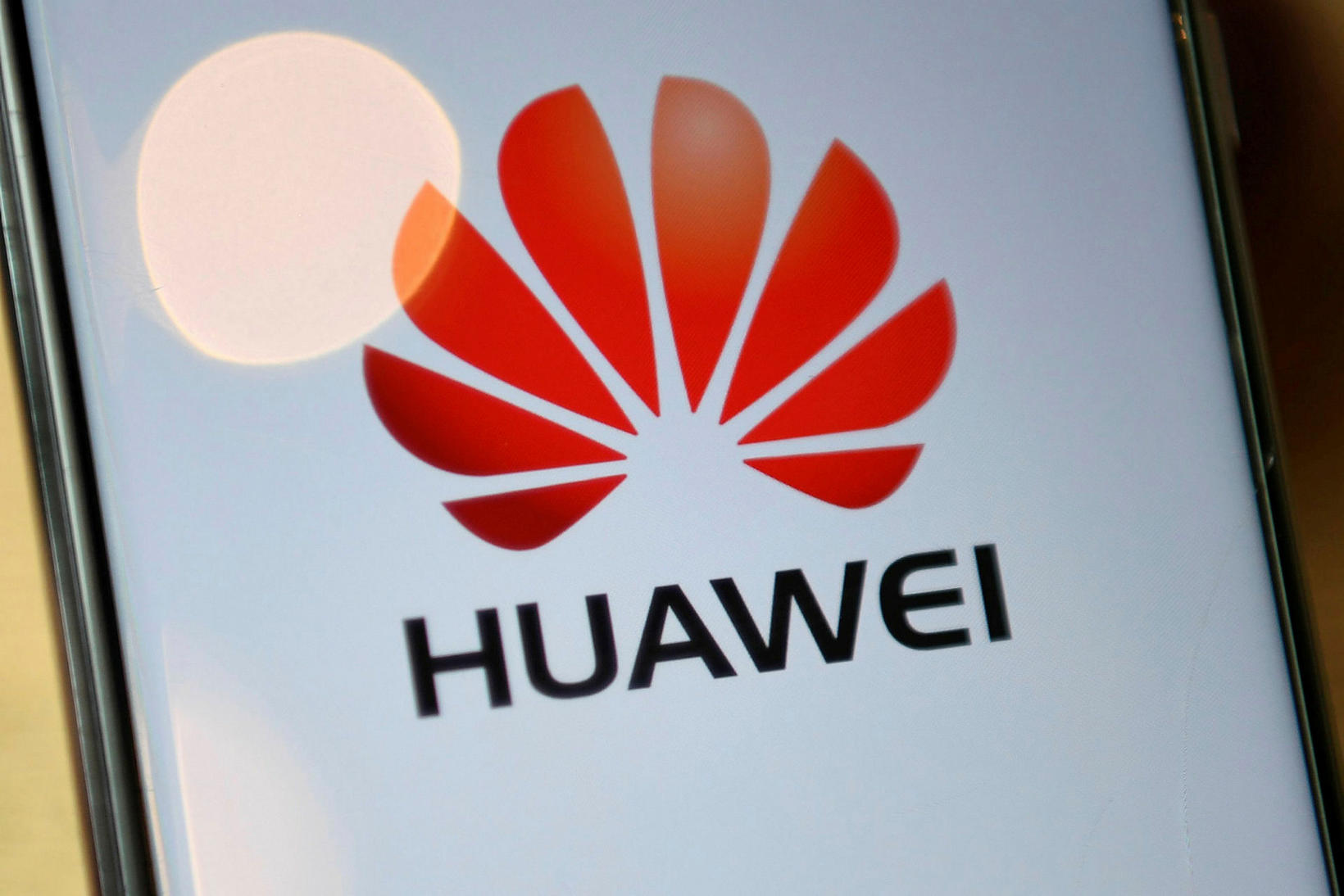 Mörg ríki eru nú að skoða hvort útiloka eigi Huawei …