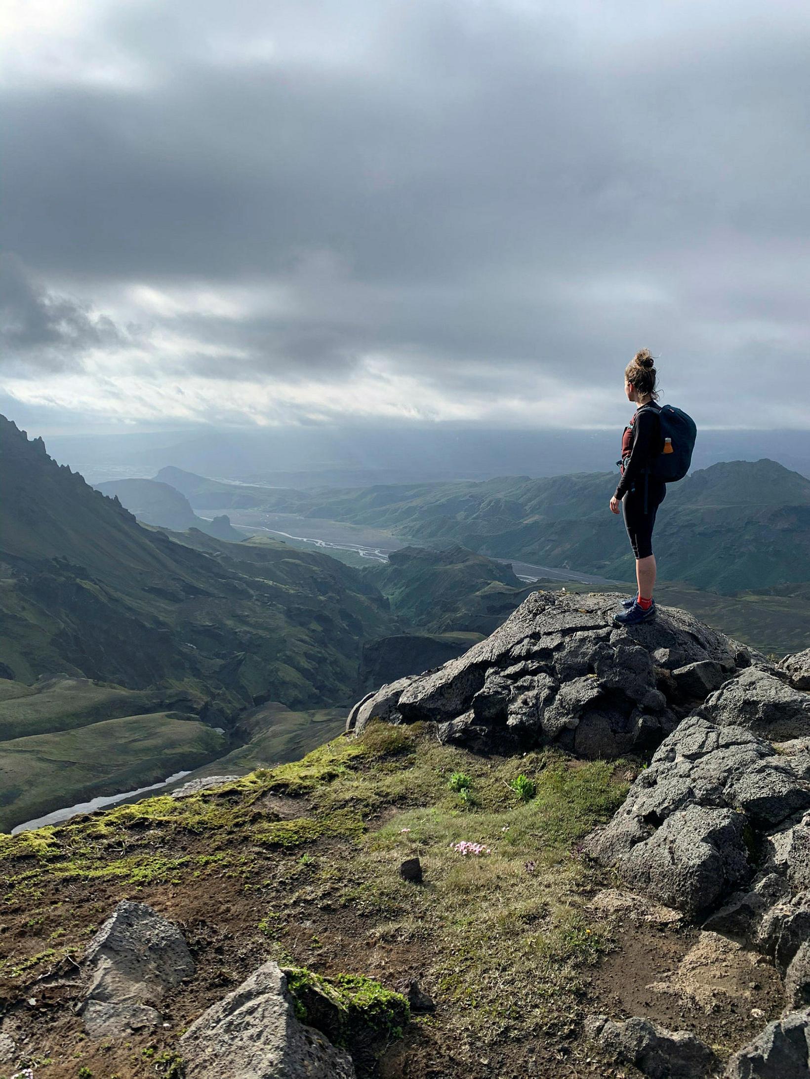 Horft yfir Þórsmörk á göngu yfir Fimmvörðuháls.