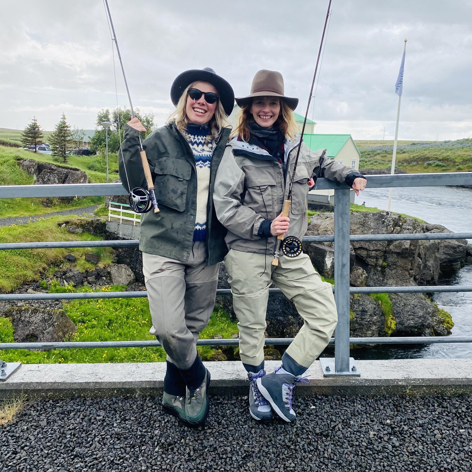Með Heiðu Kristínu Helgadóttur vinkonu sinni í Hítará.