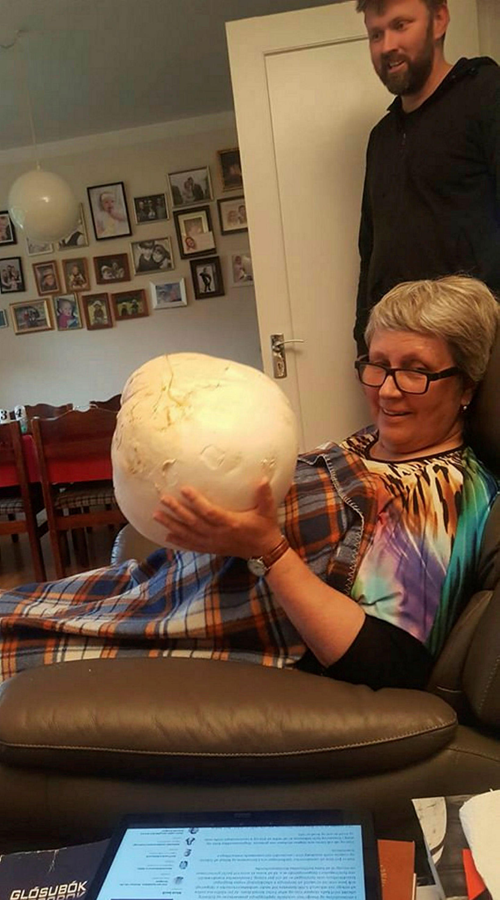 Þórunnborg Jónsdóttir, holding the giant puffball.