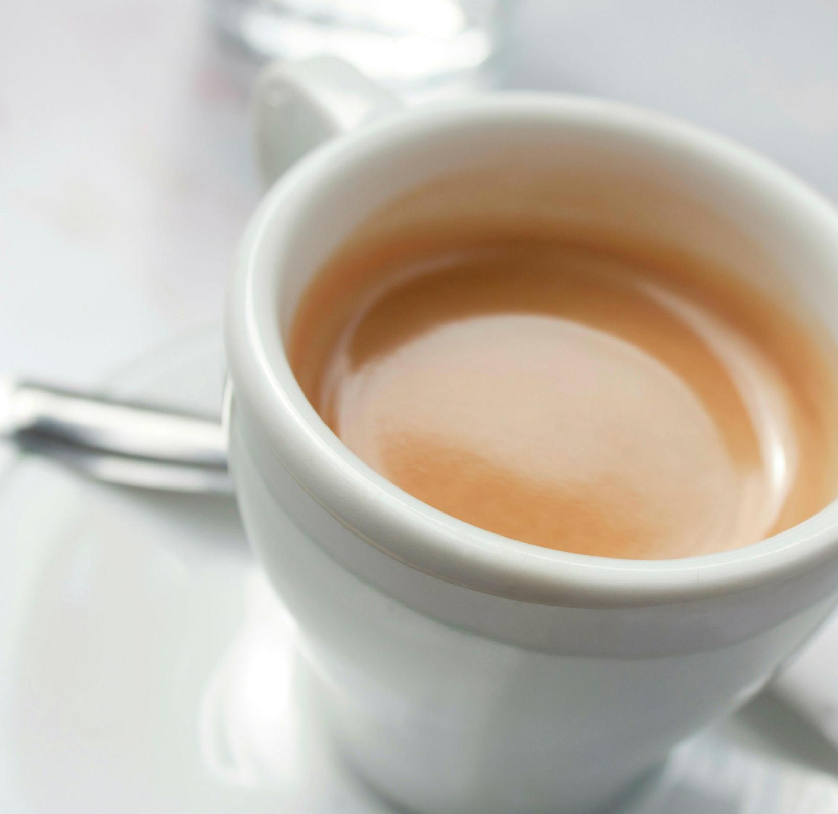 Pétur fær sér espresso í morgunmat.