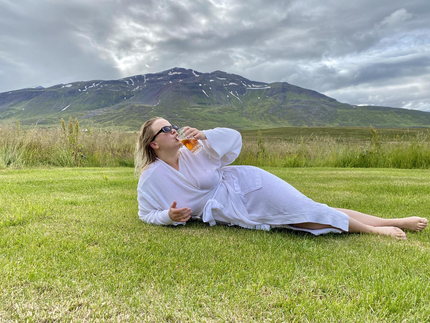 Gestir geta notið góðra veiga og dásamlegrar náttúru eftir böðin.