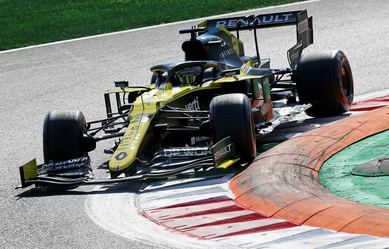 Daniel Ricciardo hjá Renault í lokalotu tímatökunnar í Monca.