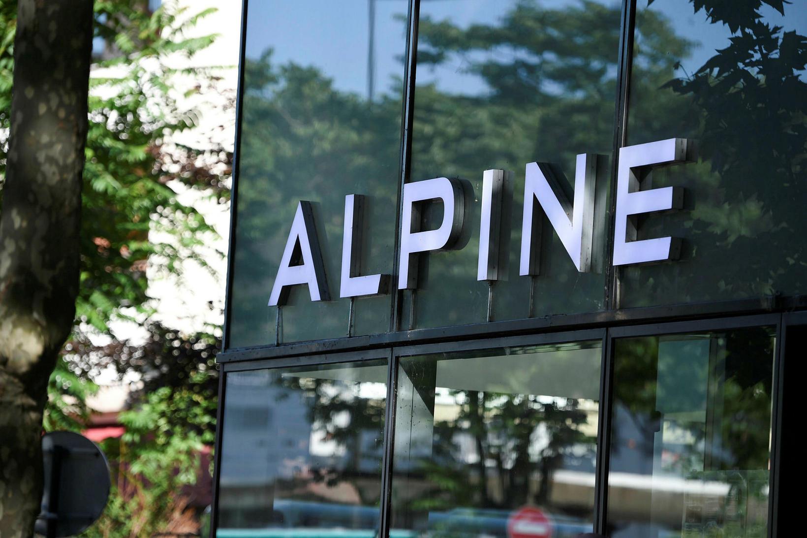 Sýningarsalir Alpine í Boulogne Billancourt við París.
