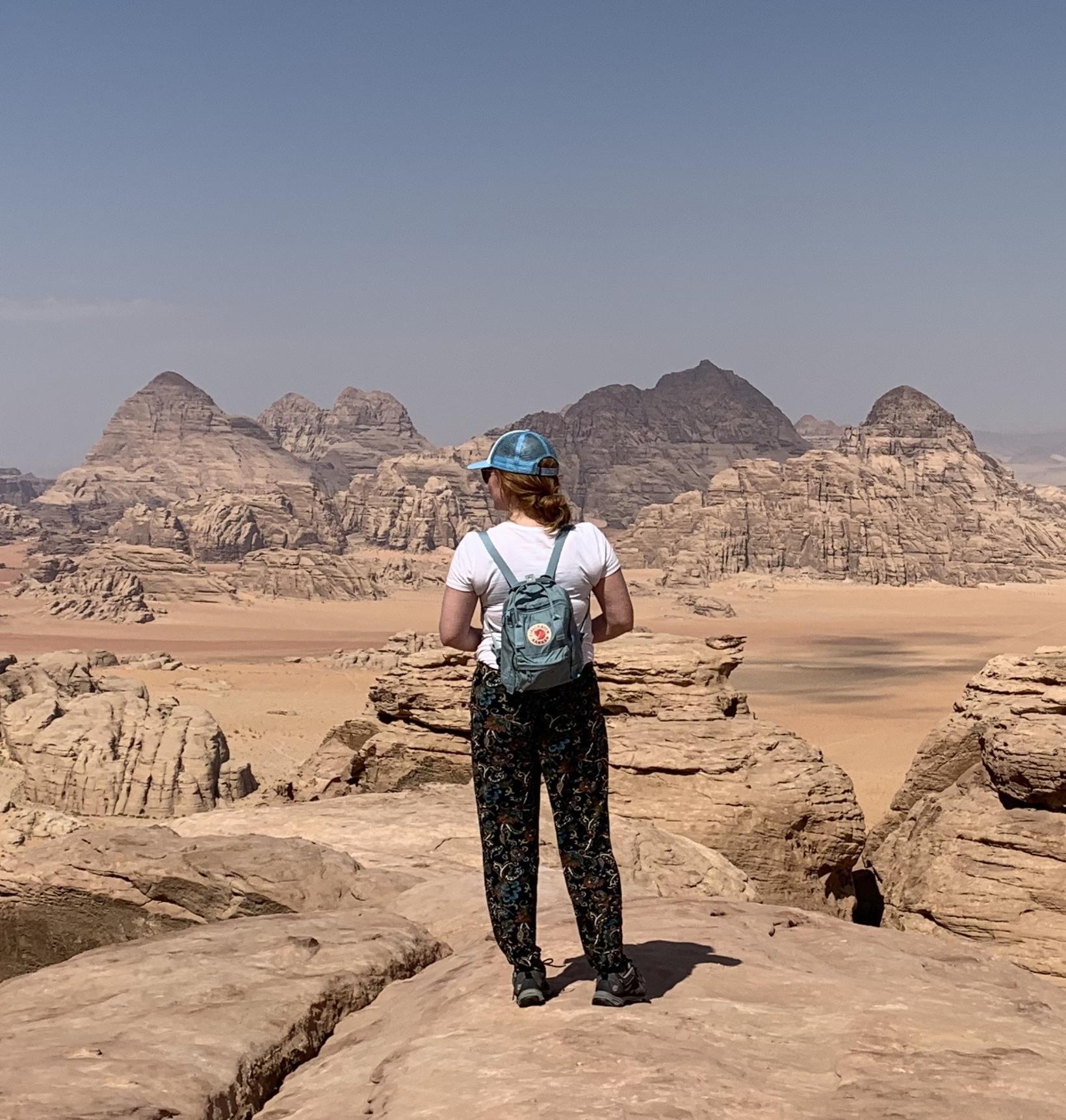 Valgerður á Jebel Burda í Wadi Rum-þjóðgarðinum í Jórdaníu.