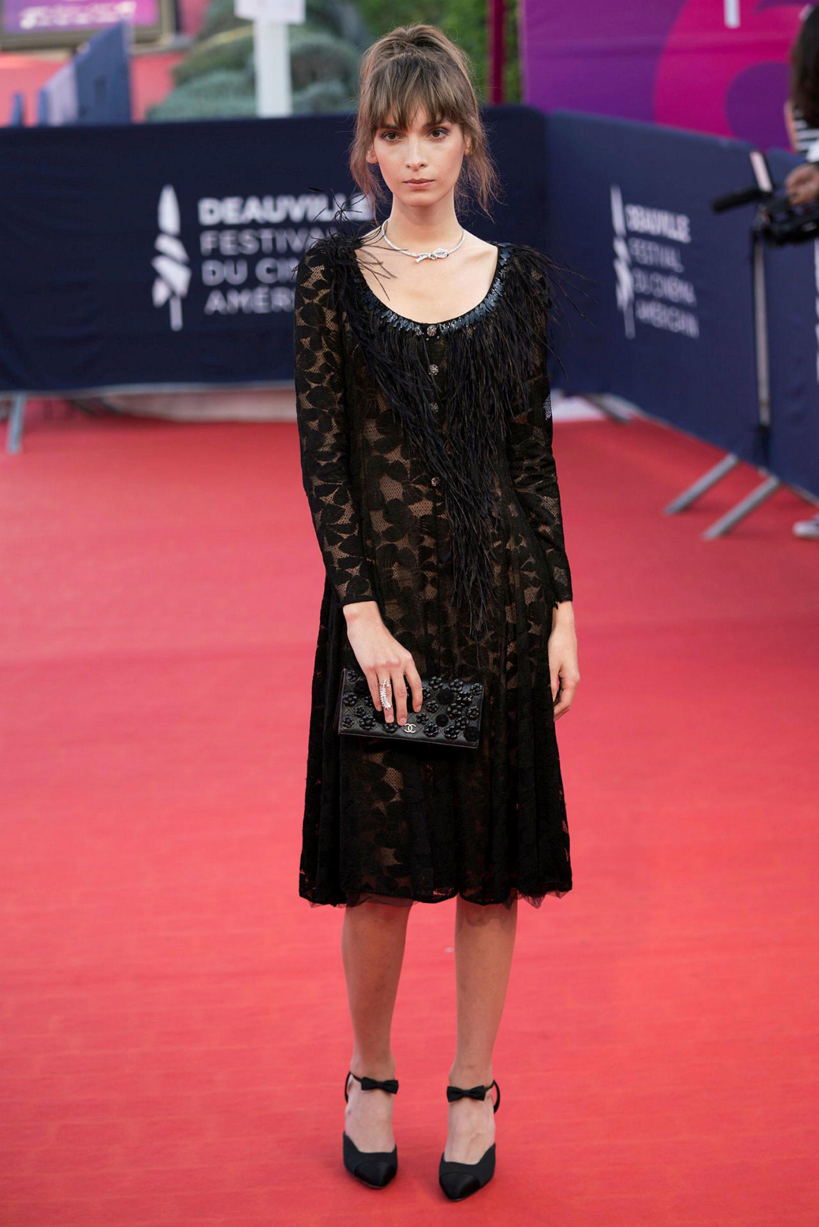 Belgíska leikkona Mya Bollaers klæddist Chanel frá a-ö. Takið eftir …
