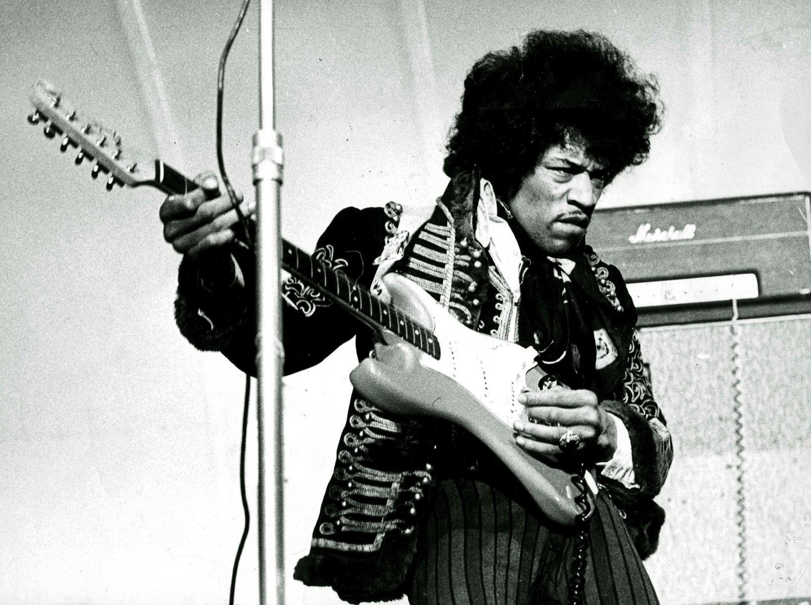 Hendrix á sviði í Stokkhólmi árið 1967.