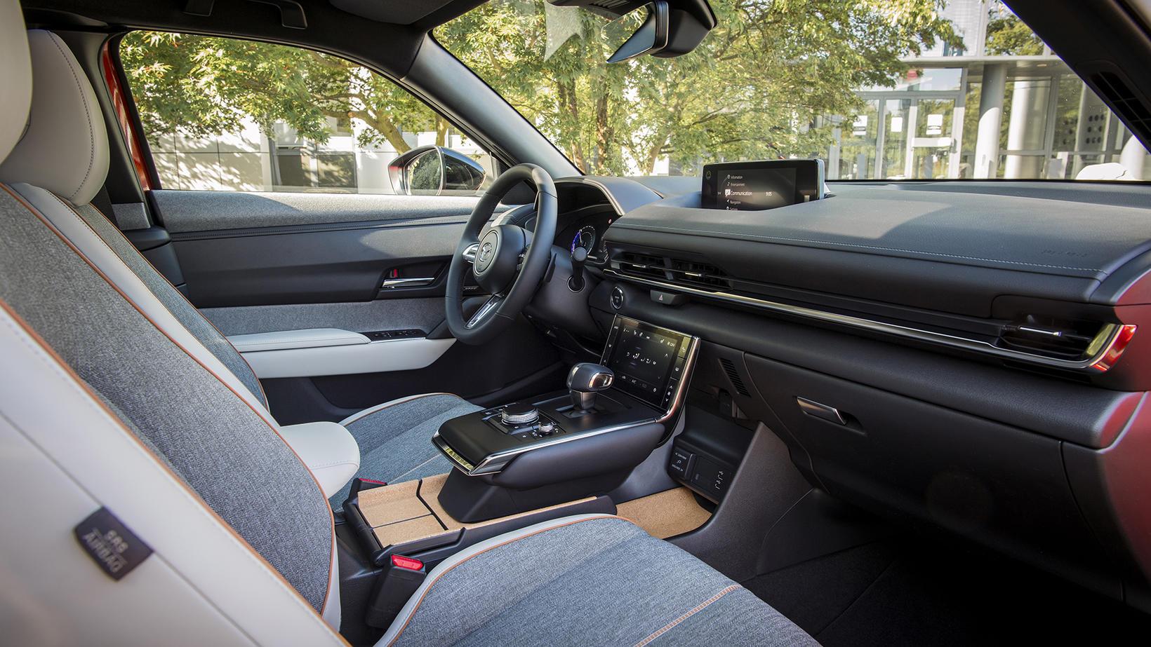 Nýr Mazda MX-30 er 100% hreinn rafbíll.