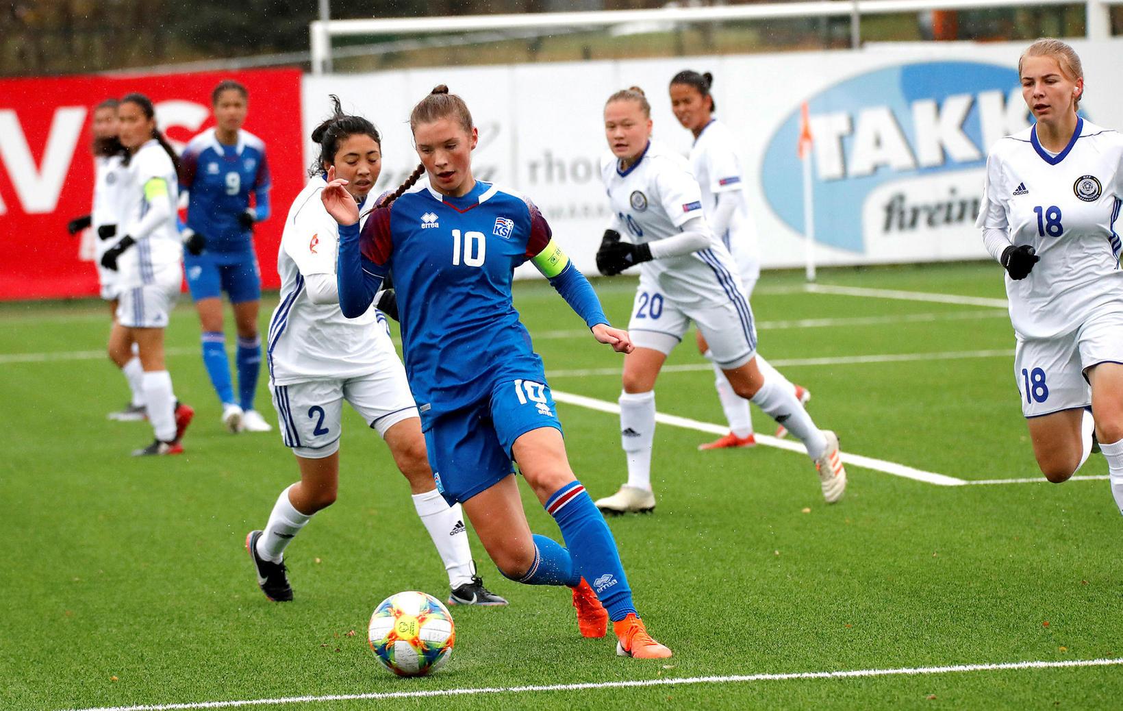 Karólína Lea Vilhjálmsdóttir hefur verið fyrirliði U19 ára landsliðs Íslands.