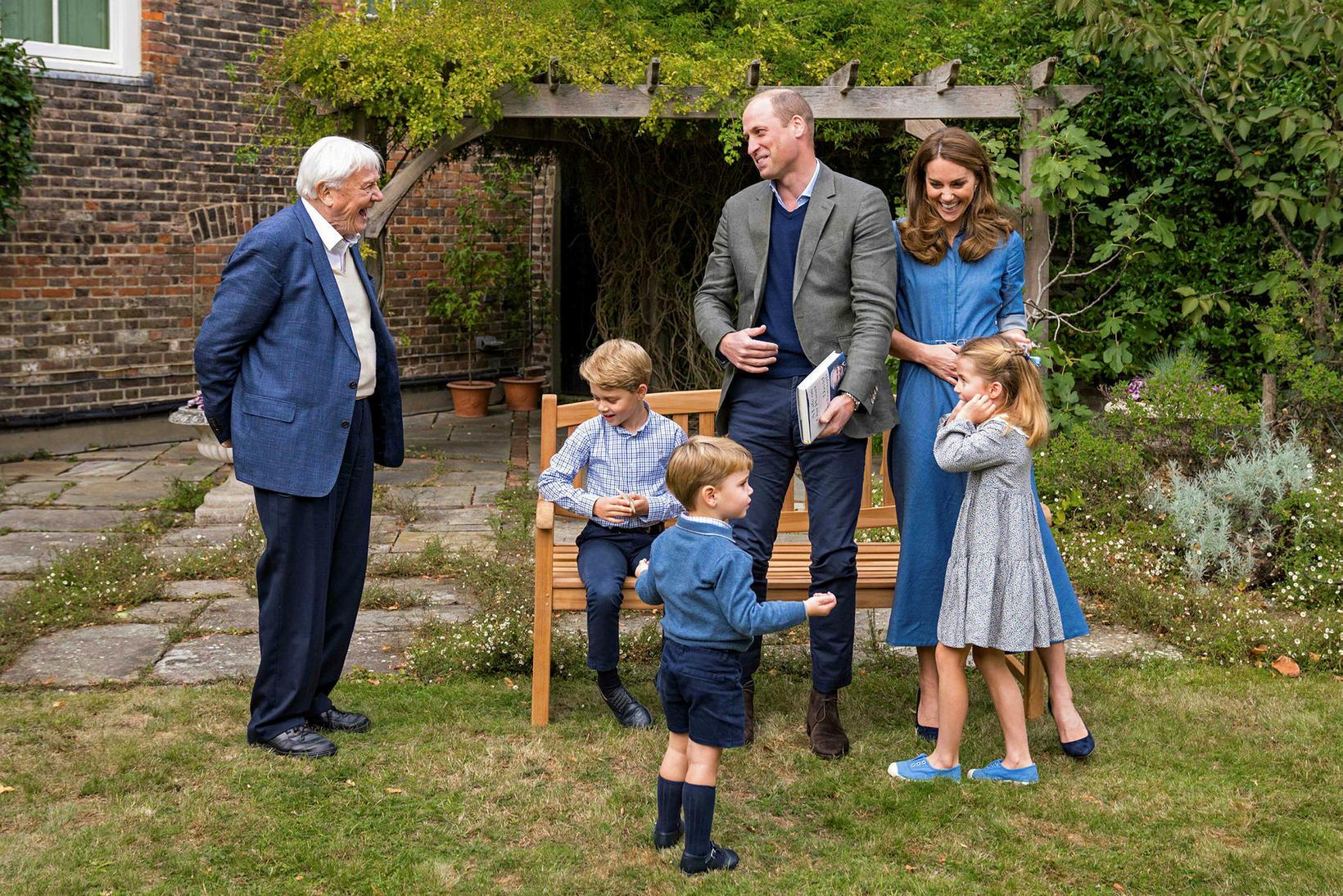 David Attenborough spjallaði við fjölskylduna í Kensington eftir kvikmyndina.