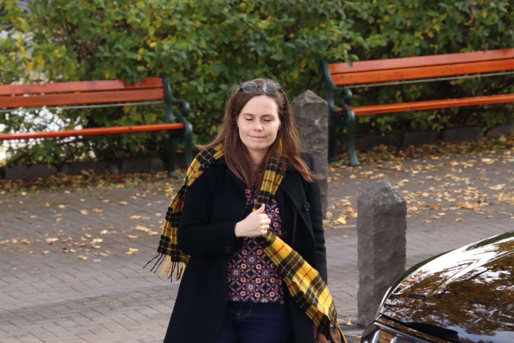 Katrín Jakobsdóttir mætir á ríkisstjórnarfundinn í dag.