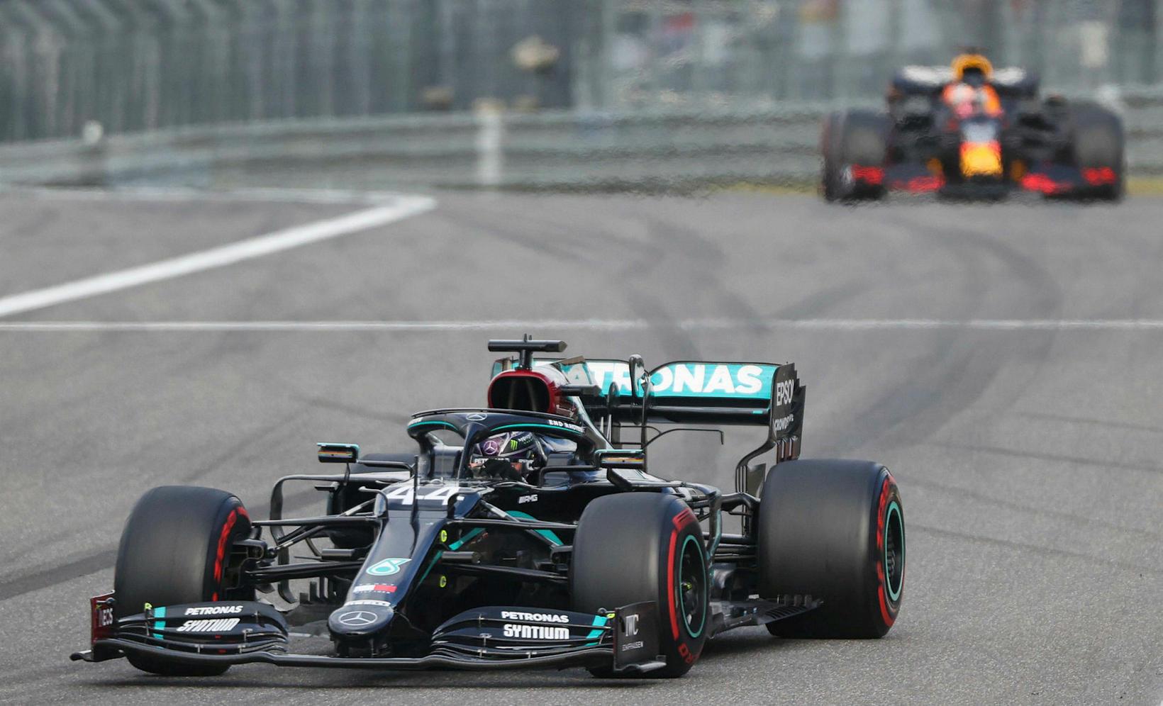 Max Verstappen var allan tímann skammt á eftir Lewis Hamilton …