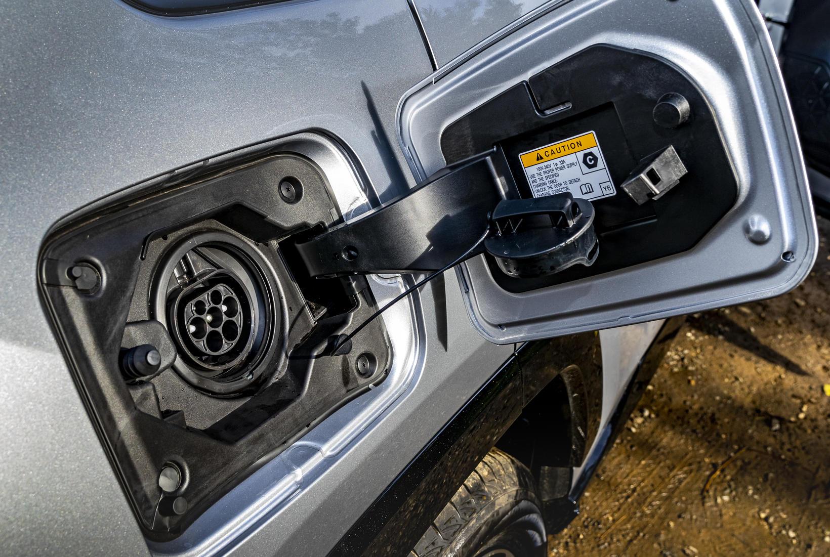 2,5 lítra Dynamic Force-bensínvélin vinnur mjög vel með rafmótorum sem …