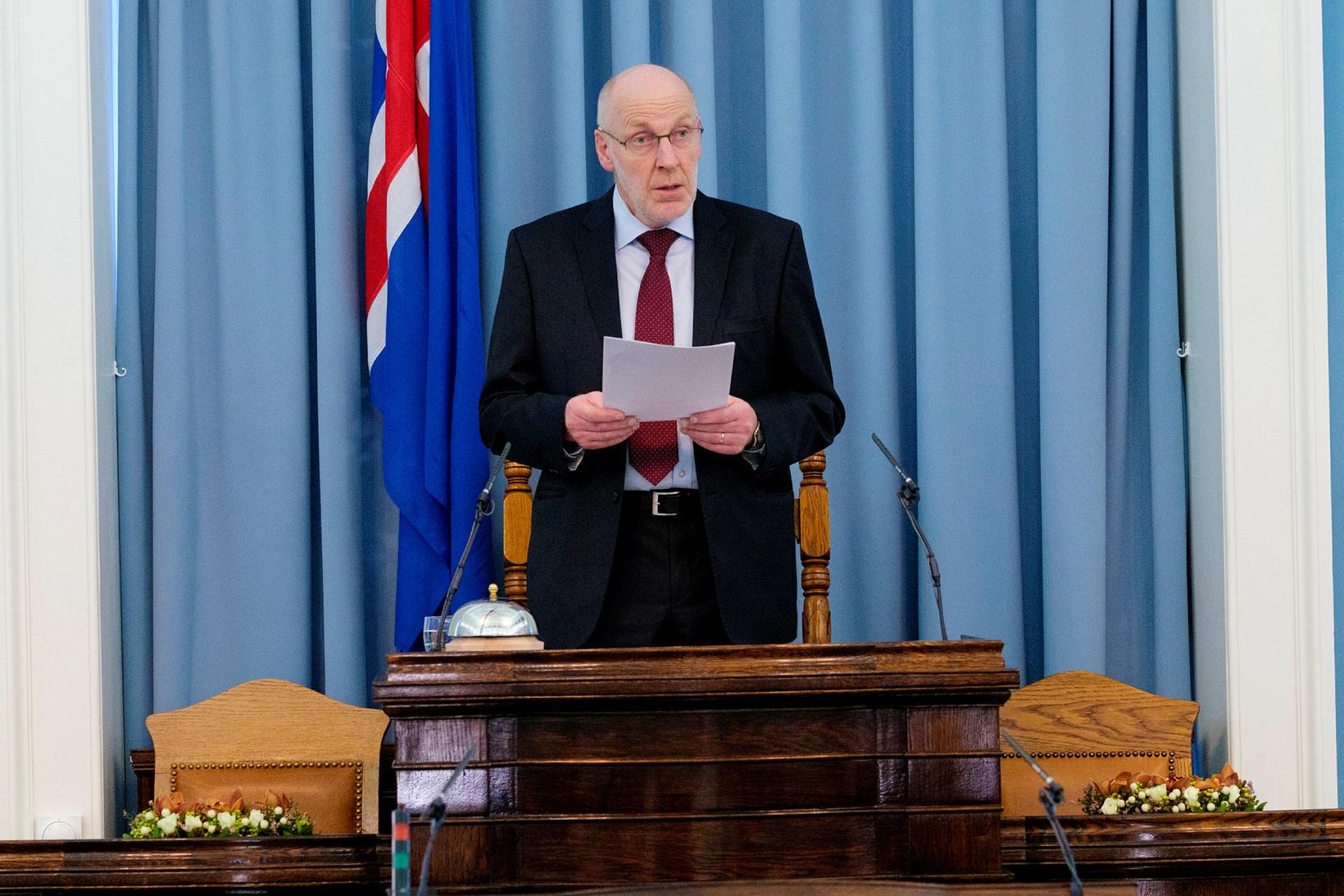 Steingrímur J. Sigfússon, forseti Alþingis, var hás í röddu.