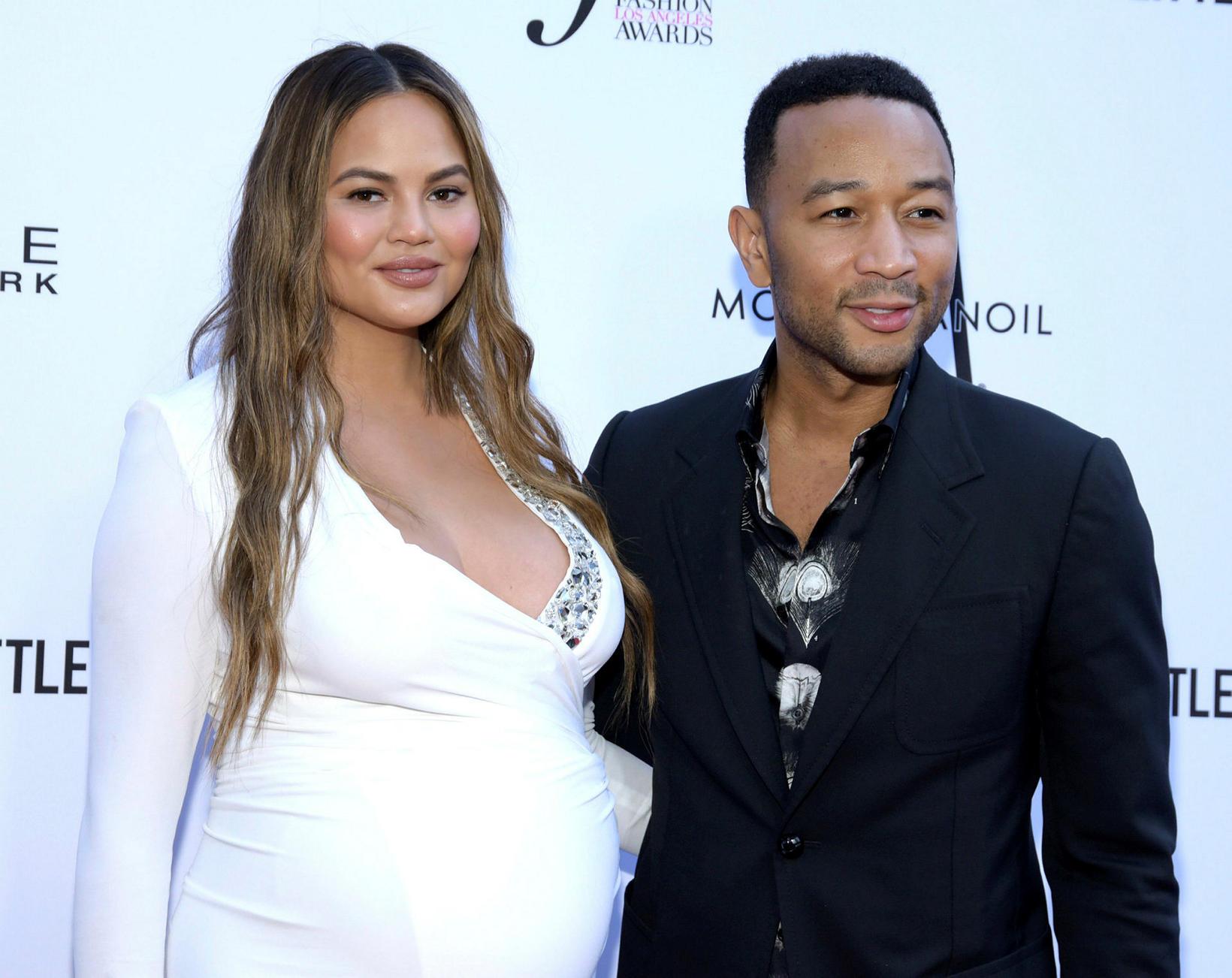 Chrissy Teigen og John Legend misstu ófætt barn sitt fyrir …
