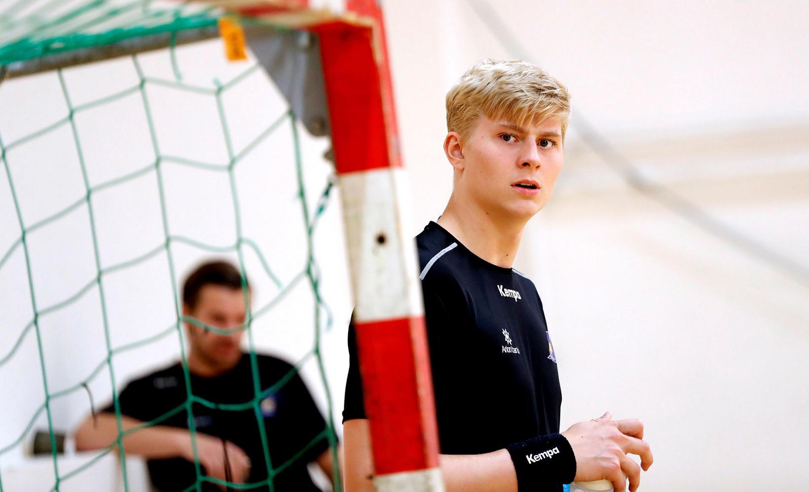 Viktor Gísli Hallgrímsson varði tíu skot í marki GOG.