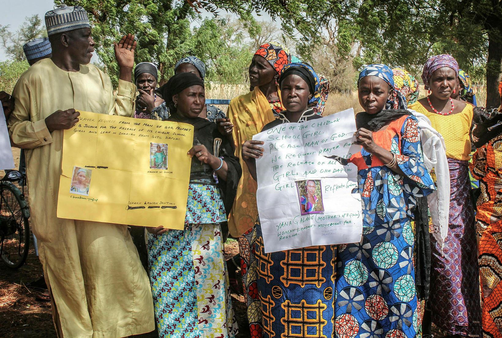Fjölskyldur og aðstandendur stúlkna sem liðsmenn Boko Haram rændu í …