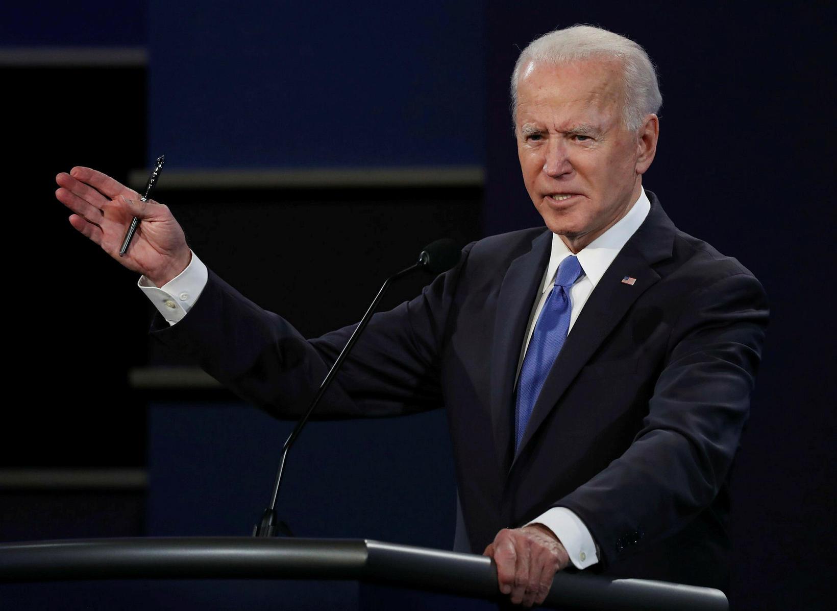 Joe Biden í kappræðunum í nótt.